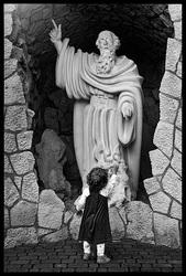 Mój mały w klasztorze Karmelitów Bosych w Czernej.