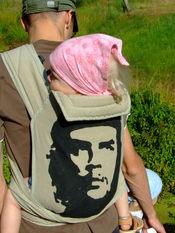 Tatuś zamarzył MT z Che, mamusia zrobiła ;) Tu letni weekend na łonie natury. Na zdjęciu Zosia ur. 25.01.2007